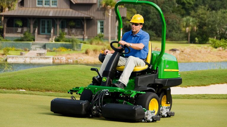 2500B PrecisionCut™ Diesel  Riding Greens Mower