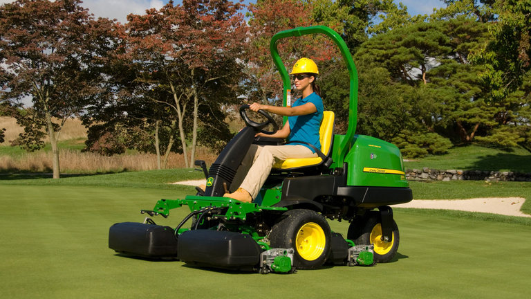 2500E E-Cut™ Hybrid Gas Riding Greens Mower