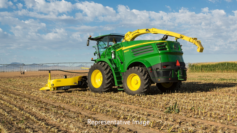 8700 Self-Propelled Forage Harvester