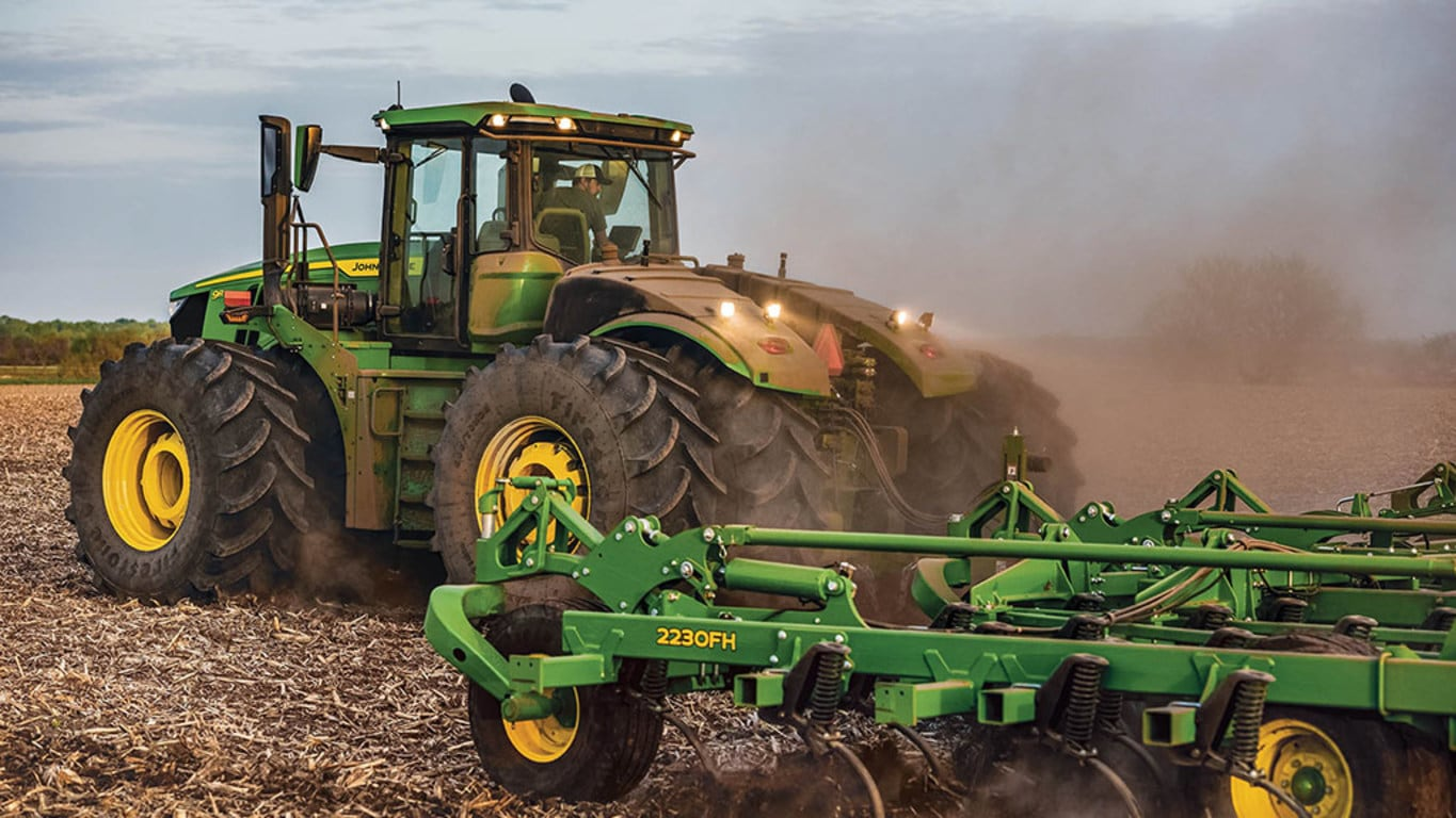 9R 590 Tractor