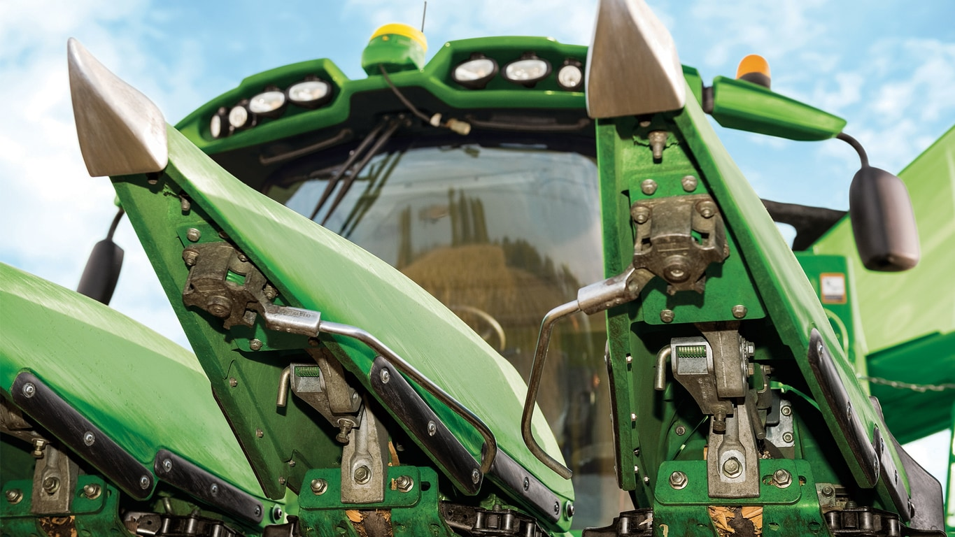 AutoTrac™ RowSense™ (Available on Combines, Sprayers and Tractors)