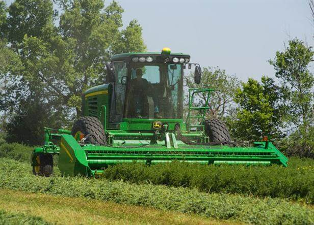 A400 Self-Propelled Windrower (140 hp)